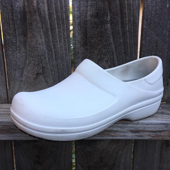 d7948b5c73 CROCS Shoes   Womens Size 10 Nurse Triple Comfort   Poshmark